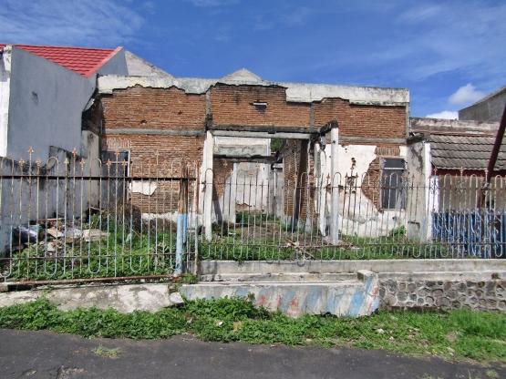 puing rumah azahari batu