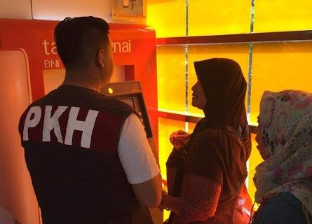 Edukasi penggunaan KKS oleh pendamping PKH