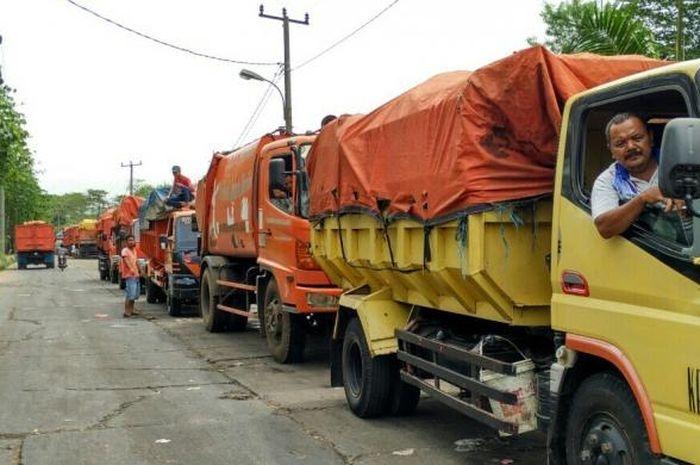 Ilustrasi gambar sopir truk di tengah kemacetan. (sumber: kompas.com)