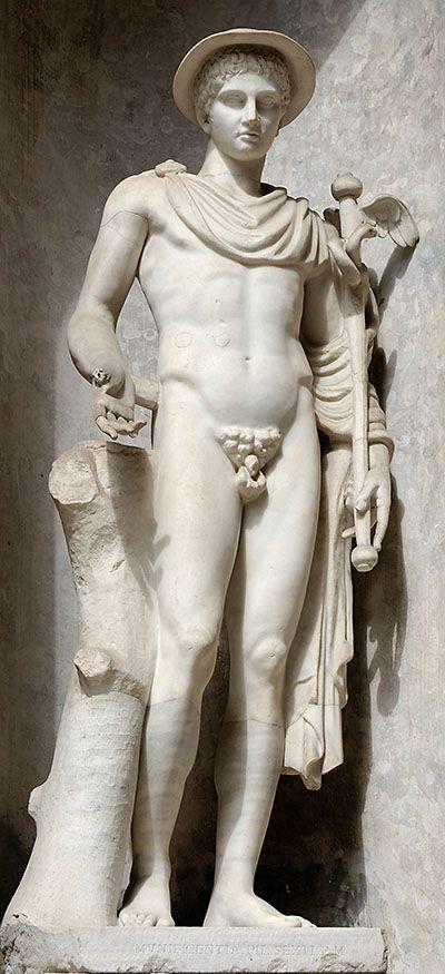 Patung Hermes di Vatican Museums, menggunakan jubah seorang musafir. (Sumber: wikipedia.org)