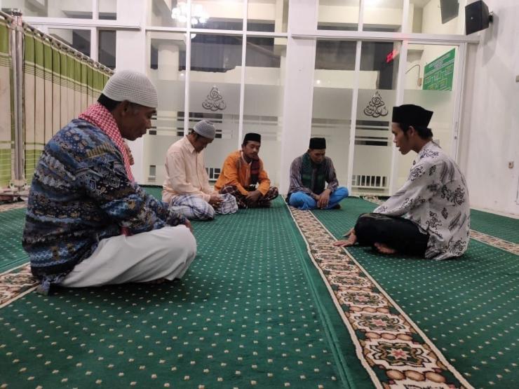 Menjelaskan makna-makna Qur'an kepada masyarakat (dok. pribadi)