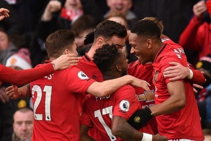 MU berhasi meraih kemenangan dalam laga Derbi Manchester tadi malam (8/3/20) dengan hasil ini semakin memperlebar selisih poin City dengan Liverpool.
