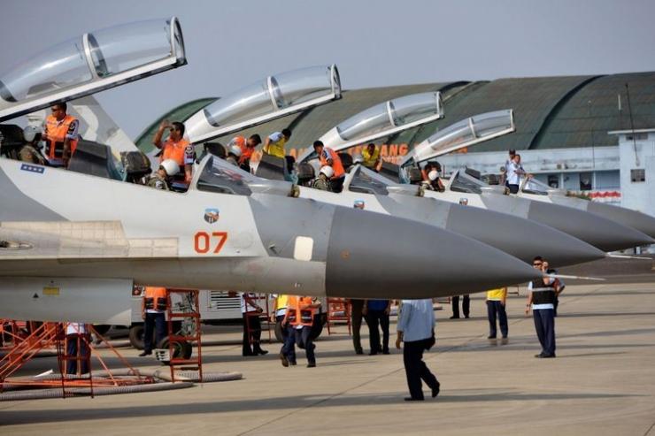 Sukhoi merupakan salah satu jenis pesawat tempur untuk pertahanan dan menjaga keamanan wilayah Indonesia. (Foto: KOMPAS/HERU SRI KUMORO)