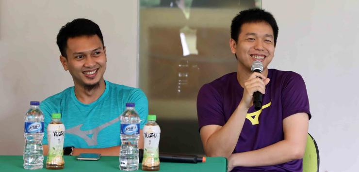Pasangan ganda putra Indonesia, Hendra Setiawan (kanan) dan Mohammad Ahsan, akan tampil di All England Open 2020 yang dimulai Rabu (11/3) hari ini. Ahsan/Hendra merupakan juara ganda putra All England 2019/Foto: badmintonindonesia.org