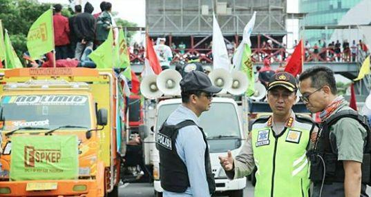 Jurus Jitu Kapolrestabes Surabaya, Massa Demo Tolak Omnibus Law Di Surabaya Kondusif