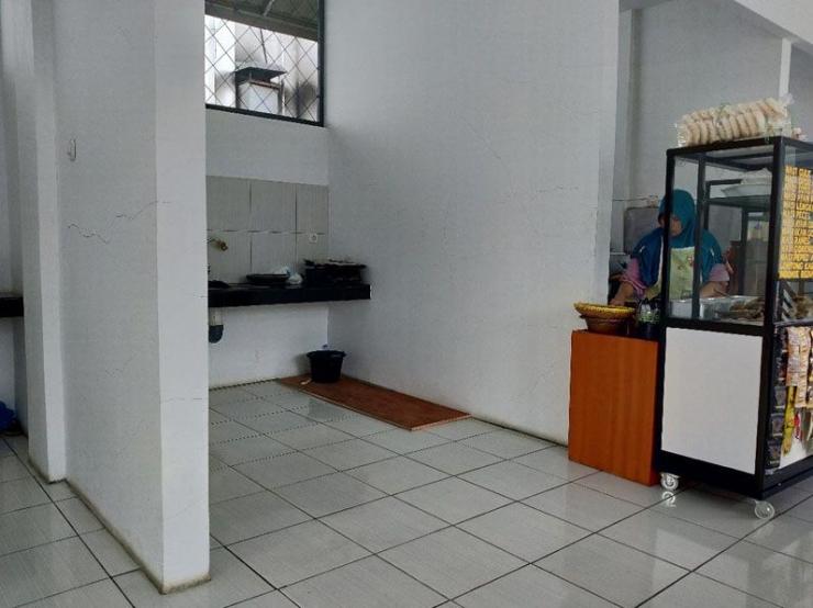 Dampak pemberlakuan kerja di rumah bagi sebagian karyawan, membuat kantin kantor DJP Kanwil Jabar jadi sepi pengunjung.   Dokpri