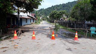 Penutupan Jalan Masuk kampung (suarakalbar.co.id)