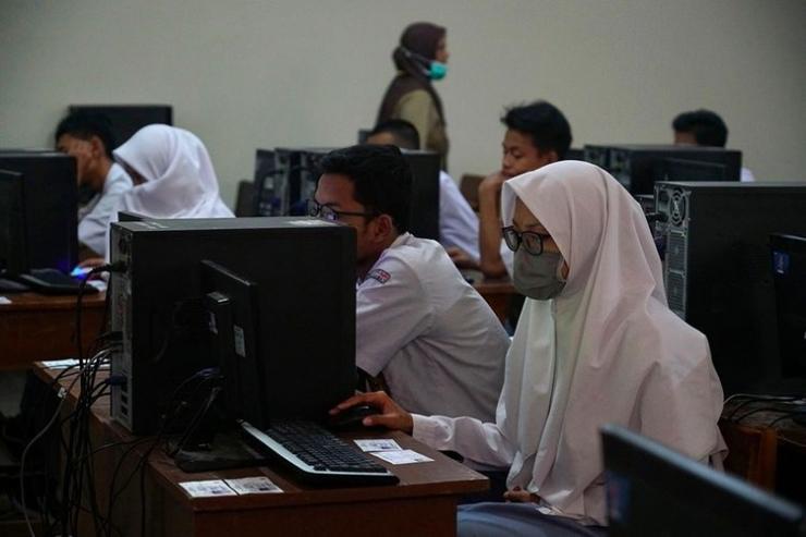 Presiden Jokowi telah mengumumkan secara resmi bahwa ujian nasional (UN) 2020 dibatalkan pada Selasa (24/3/2020)| Sumber: ANTARA Foto/ Hendra Nurdiyansyah