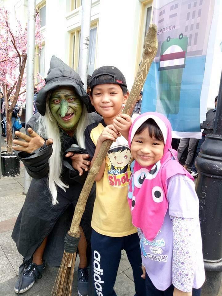 Nenek sihir dan hantu-hantu lainnya sudah menghilang dari kawsan wisata Asia Afrika Kota Bandung--dokpri