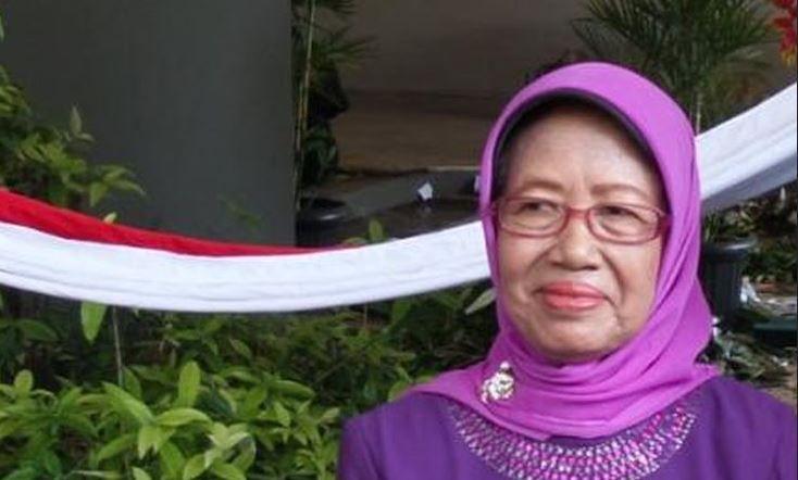 Sudjiatmi, Ibunda Jokowi, saat menghadiri geladi bersih pelantikan presiden dan wakil presiden di Gedung MPR/DPR/DPD, Jakarta, Minggu (19/10/2014).(KOMPAS.COM/DANI PRABOWO)