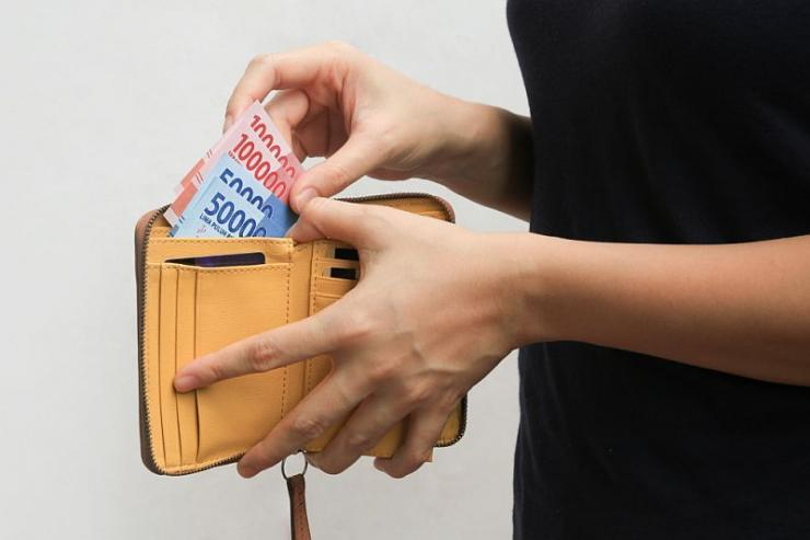 Pemerintah memberikan kelonggaran atau keringanan kredit pada masyarakat yang terdampak corona  Sumber: Shutterstock