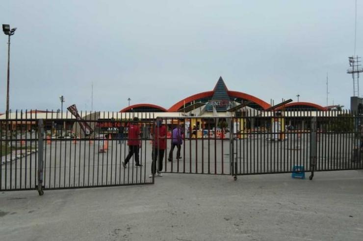 Bandara Sentani ditutup. Foto: KOMPAS.com/Dhias Suwandi