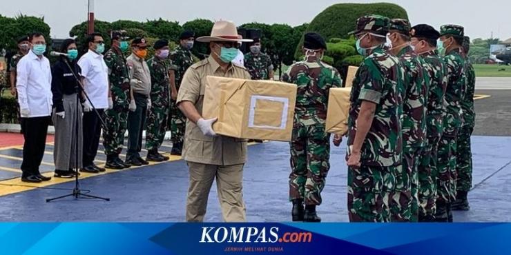 Menhan Prabowo Subianto saat menerima sekitar 8 ton bantuan alat kesehatan dari China yang tiba di Indonesia pada Senin (23/3/2020)  Sumber: Dokumentasi BNPB