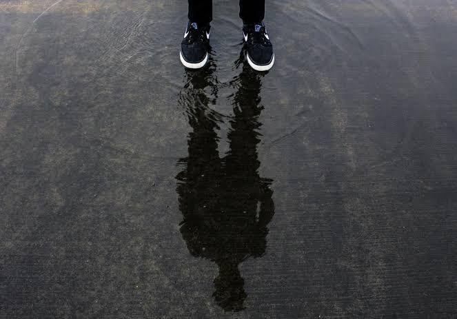 sumber: PxHere | Gambar: manusia, air, orang, Kaki, refleksi, bayangan, hitam ...