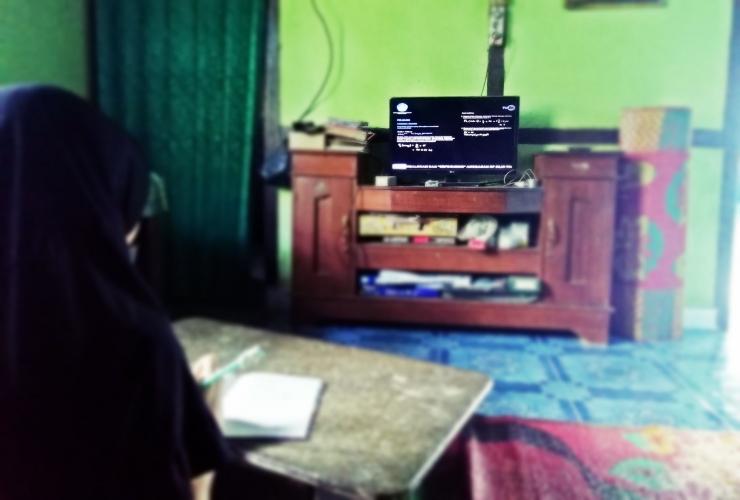Belajar dari rumah via TVRI pada Selasa (14/04/2020). Dok. Ozy V. Alandika