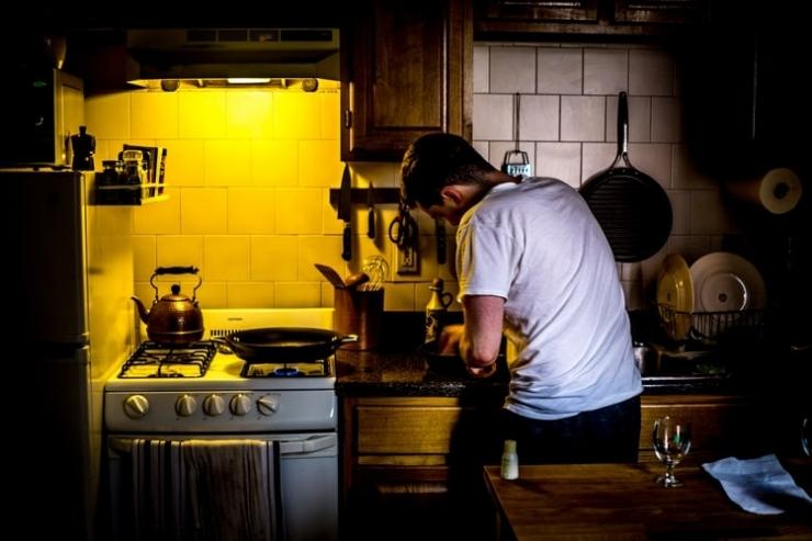 Banyak skill yang bisa digali mumpung sedang di rumah saja (Foto: Unsplash/Aaron Thomas)
