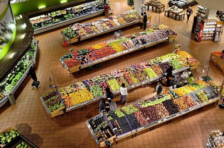 Ilustrasi konsumen di sebuah supermarket | Gambar oleh ElasticComputeFarm dari Pixabay
