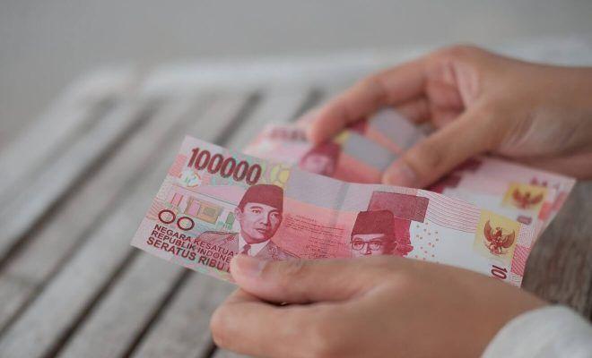 Uang 100 Ribu (Sumber: varminz.com)