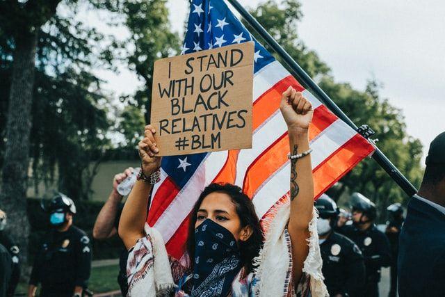 Protest #BLM in USA (Unsplash.com/Sean Lee)