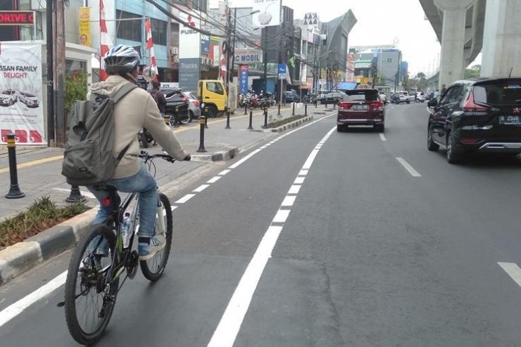 Jalur sepeda di sepanjang jalan Fatmawati, Jakarta Selatan. (KOMPAS.COM/WALDA MARISON)