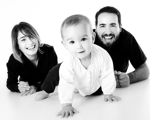 Ilustrasi laki-laki memiliki peran sebagai lelaki, suami sealigus ayah dalam sebuah keluarga. (sumber gambar: pixabay.com)