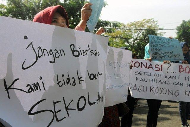 Demonstrasi orang tua terkait PPDB Zonasi (sumber: radarsurabaya.jawapos.com)