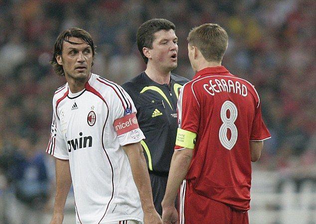 Paolo Maldini dan Steven Gerrard, dua kapten legendaris AC Milan dan Liverpool. | foto: dailymail.co.uk