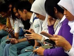 Remaja dan gadget. Bak dua sisi mata uang/sahabatguru.com