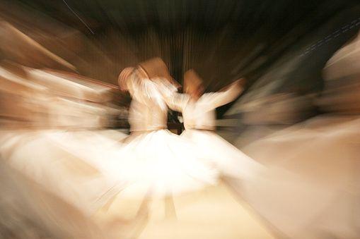 Ilustrasi Tarian Sufi | pixabay.com (istockphoto.com)