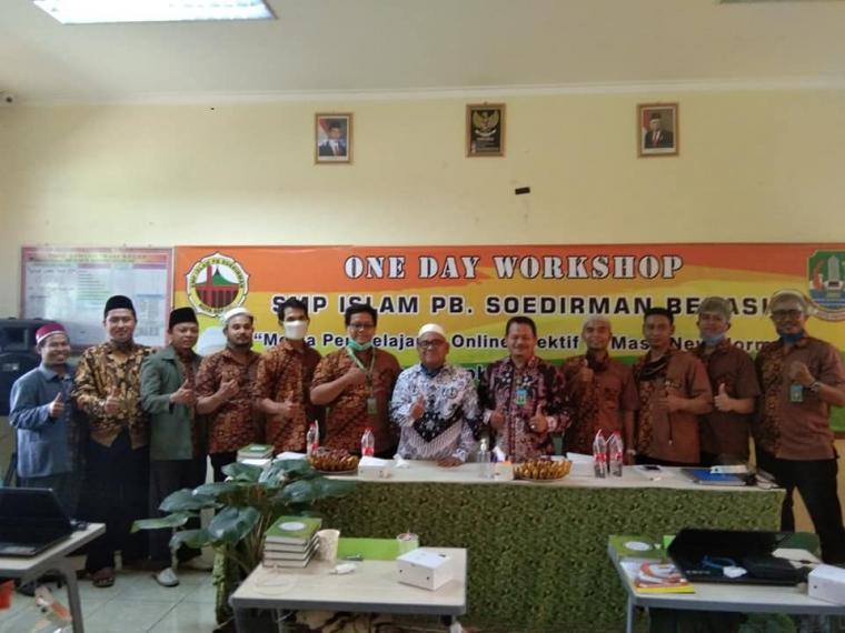 Guru Laki-laki di SMP Islam PB Soedirman