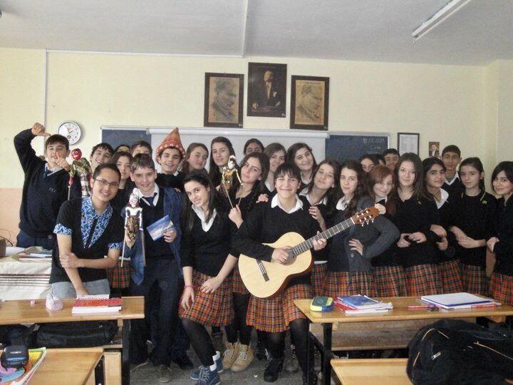 Bersama Anak Sekolah di Izmir. Sumber: dokumentasi pribadi