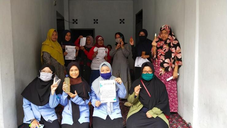 Mahasiswa Universitas Djuanda melakukan penyuluhan kepada warga Kp. Kramat, Tanah Baru, Bogor Utara