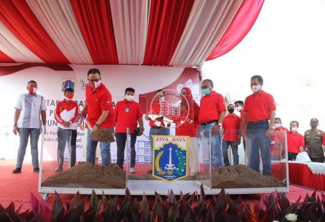 gub anies saat peletakan batu pertama pembangunan kampung akuarium/dari kompas.com