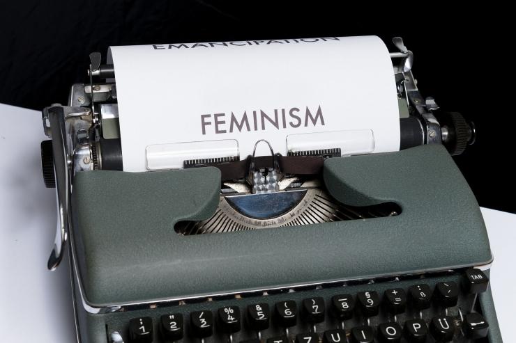 ilustrasi menuliskan opininya mengenai feminisme. (sumber: pixabay.com/viarami)