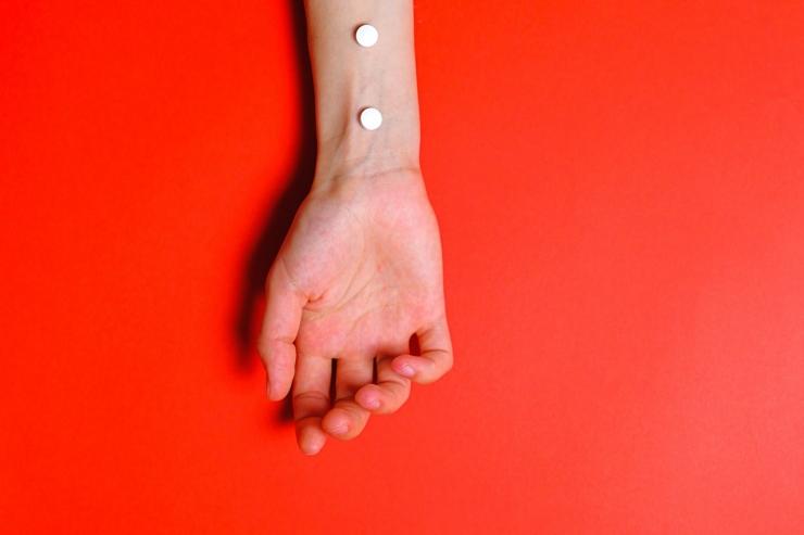 Ilustrasi manusia dan pil - Sumber Foto: Anna Shvets dalam pexels.com