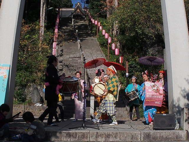 Pertunjukan Chindon-ya (Dokumentasi Pribadi)