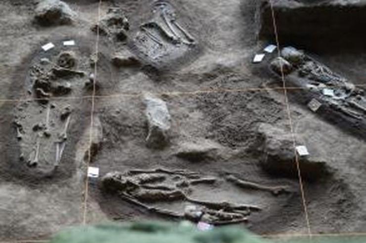 Sisa-sisa manusia prasejarah di Goa Harimau dimakamkan bersamaan dan berkelompok dalam satu liang kubur.(Aloysius Budi Kurniawan/KOMPAS)