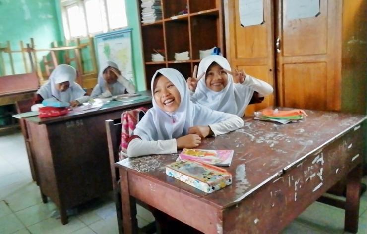 Belajar itu bahagia. Mengajar itu bahagia. Pembelajaran itu membahagiakan. Dok. Ozy V. Alandika