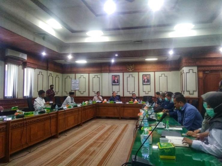 Rapat kerja BPMA dan DPRA, Komar