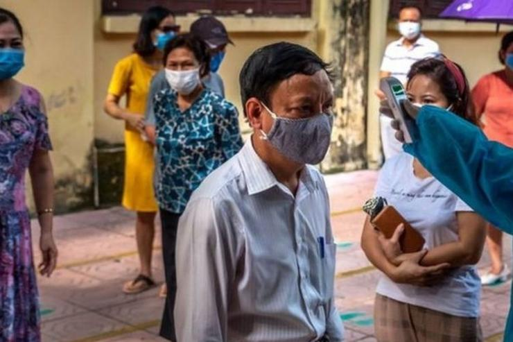 Warga Vietnam tes Covid-19. (Getty Images via BBC Indonesia)