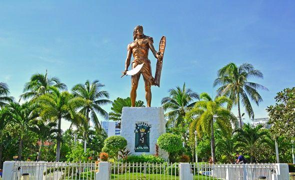 Patung Lapu-Lapu. - Traveloka.com
