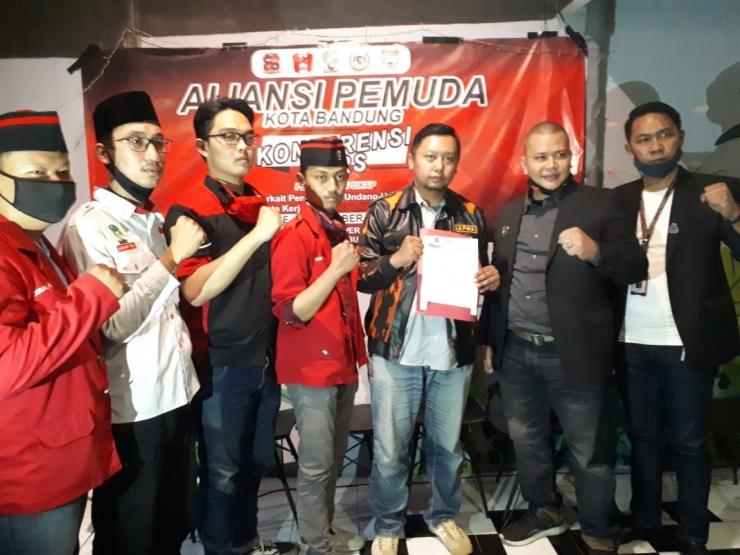 Konferensi Pers Aliansi Pemuda Kota Bandung Di Pura Koffie, Bandung