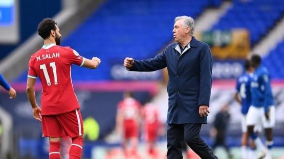 Tos Salah dan Ancelotti. Gambar: Pool via Reuters