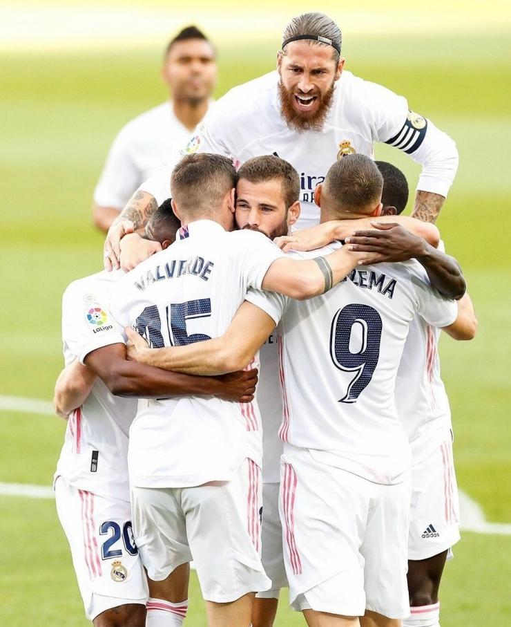 Pemain Real Madrid merayakan gol Fede Valverde ke gawang Barcelona di Camp Nou | Instagram Real Madrid