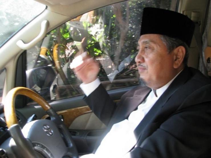 Pak Kiyai disamping penulis kala berkeliling Ponpes Gontor. Foto   Dokpri