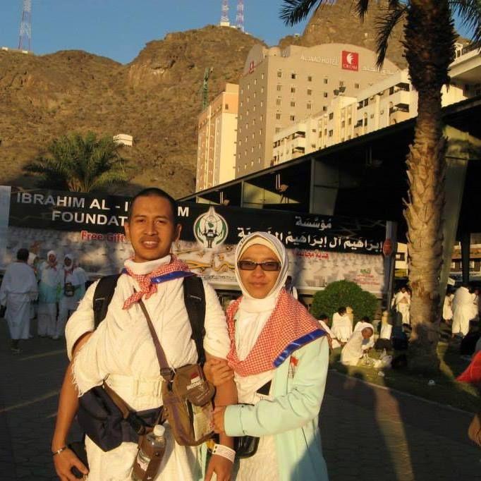 Aku dan suami berjalan kaki menuju Arafah untuk wukuf sebagai puncak ibadah haji