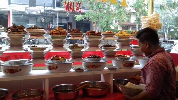 Foto : Display rumah makan Padang. (Sumber: superapps.kompas.com)