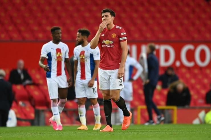 Harry Maguire (tengah) pada laga Man United vs Crystal Palace di Stadion Old Trafford dalam lanjutan pekan kedua Liga Inggris, Sabtu (19/9/2020). (Foto: AFP/ SHAUN BOTTERILL via kompas.com)