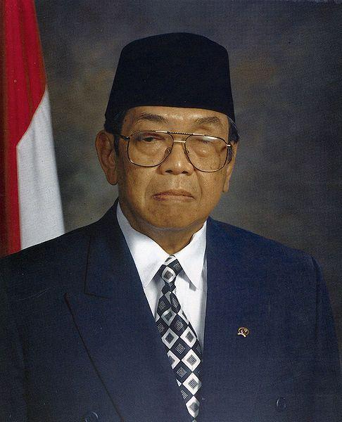 K.H. Abdurrahman Wahid (sumber : timetoast.com)