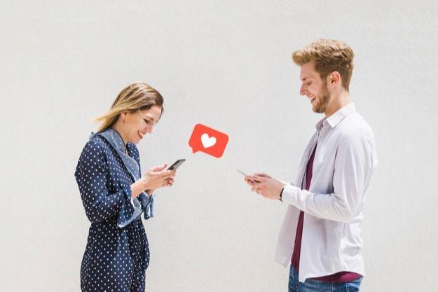 Sumber : womantalk.com - Ilustrasi yang dilakukan oleh dua orang yang telah masuk ke dalam lingkaran cyber love